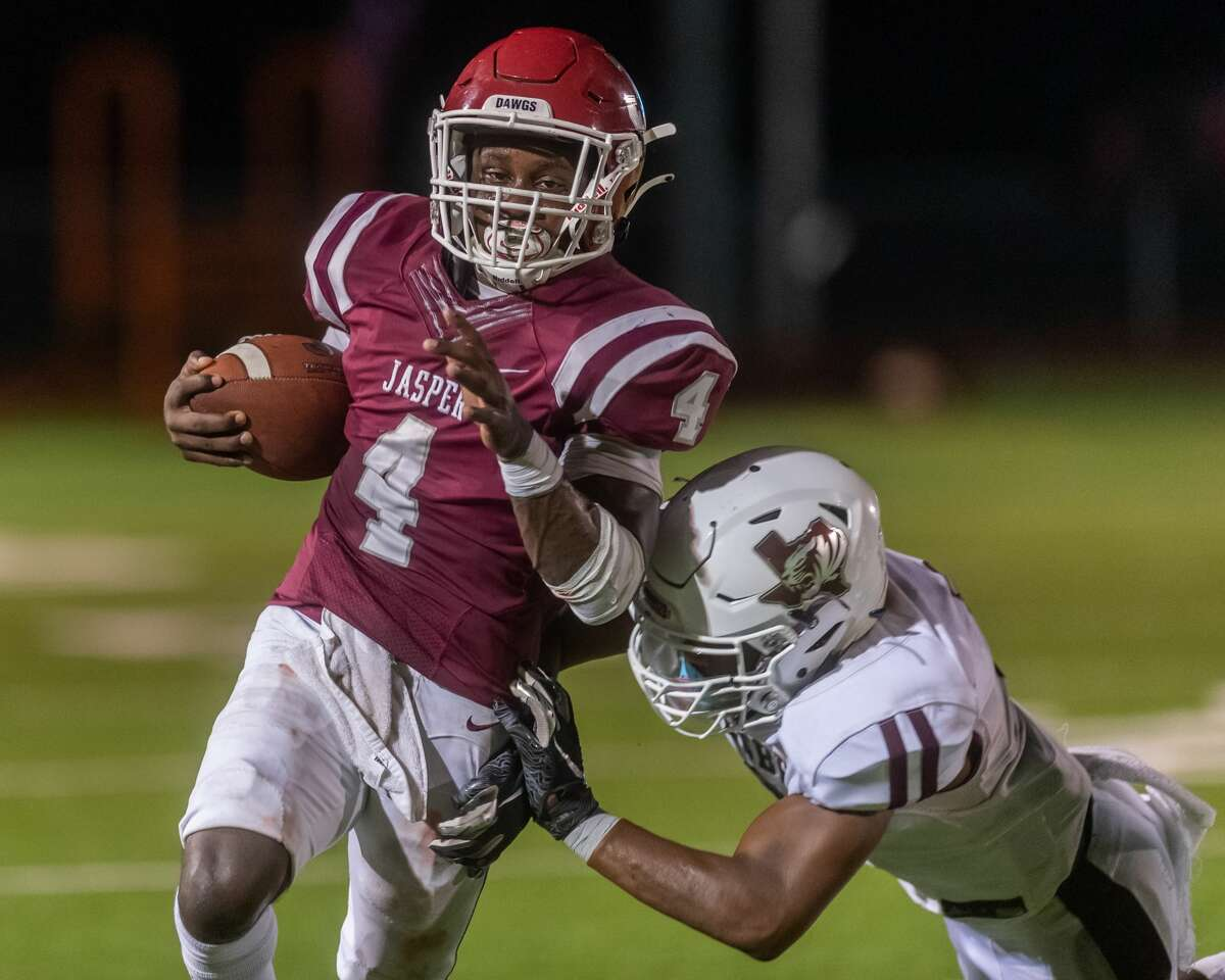 Jasper's Andre Thomas (4) pushes around the end for a big ground gain in the first quarter. The Jasper Bulldogs opened their football season with the opener against the Silsbee Tigers in Jasper on Friday night. Photo made on September 4, 2020. Fran Ruchalski/The Enterprise