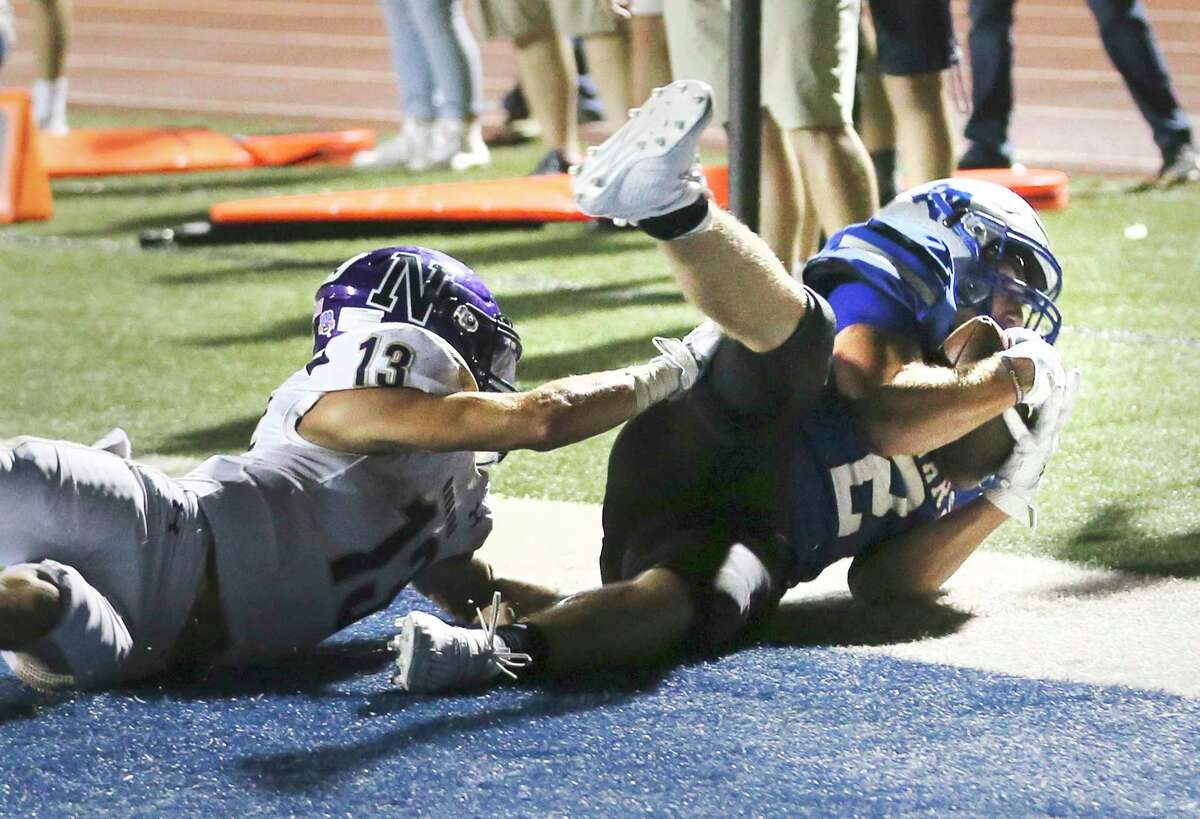 La Vernia's Daryl Dulak (02) makes a diving catch against Navarro's Sam Muniga (13) for a touchdown in the third quarter during their football game at La Vernia on Friday, Sept. 4, 2020.