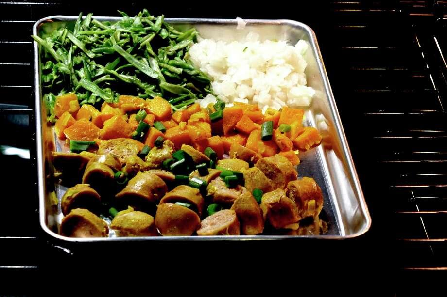 Sausage Sheet Pan Supper. (Linda Gassenheimer/TNS) / TNS
