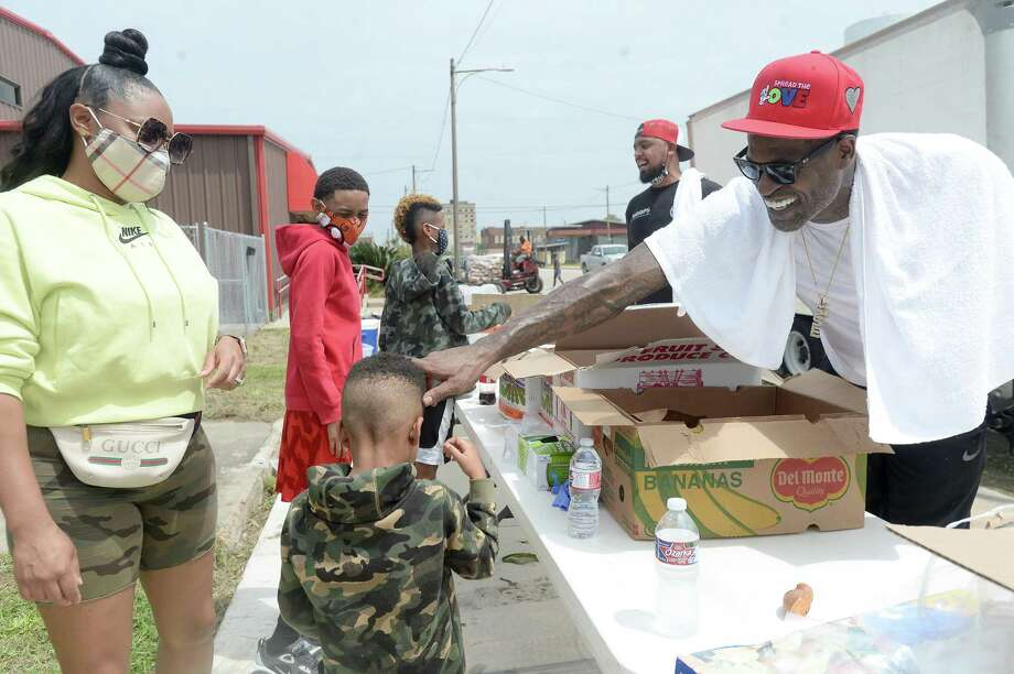 Port Arthur native and NBA player Stephen Jackson greets a young volunteer as he with Feed Your City Challenge's food and supply distribution to those impacted by Hurricane Laura in Port Arthur. Photo taken Saturday, September 5, 2020 Kim Brent/The Enterprise Photo: Kim Brent / The Enterprise / BEN