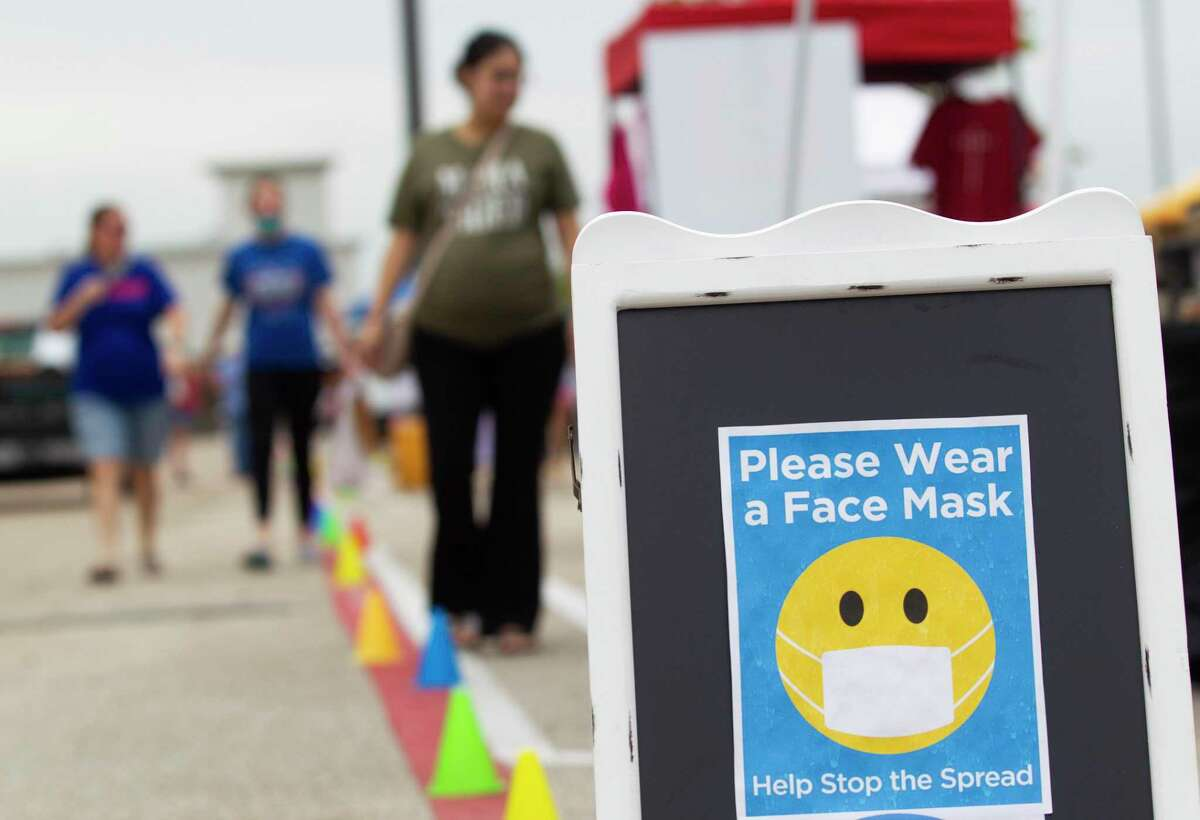 A sign ask shoppers to wear face masks at the new Oak Ridge Pop Up Market, Saturday, Sept. 5, 2020, in Oak Ridge.