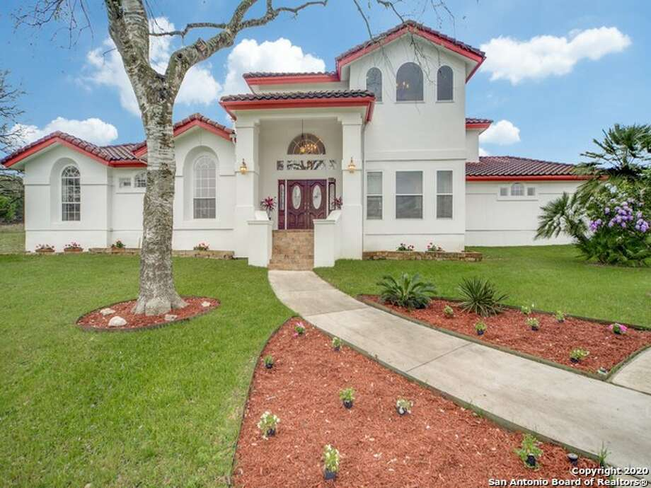 The median price of homes currently listed in Fair Oaks Ranch is $437,995. Photo: San Antonio Board Of Realtors