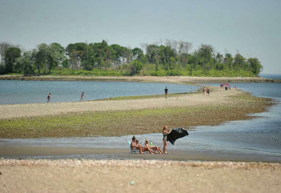 File photo of beachgoers at Silver Sands State Park in Milford, Conn., taken on May 24, 2018. Photo: Brian A. Pounds / Hearst Connecticut Media / Connecticut Post