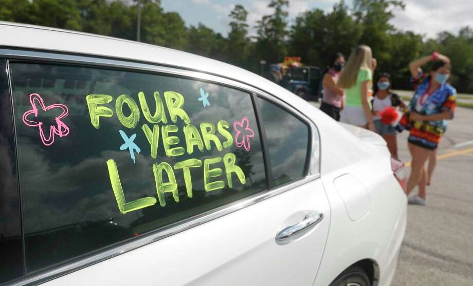 Seniors at The Woodlands High School decorated their cars in celebration of Conroe ISD's start of in-person learning Woodlands. Photo: Jason Fochtman, Houston Chronicle / Staff Photographer / 2020 © Houston Chronicle