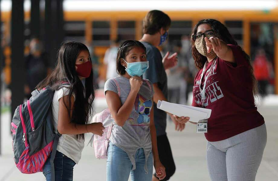 Assistant Principal Sofia Murillo helps guide students to their classrooms at Stockton Junior High School on the first day of in-person school for Conroe ISD, Tuesday, Sept. 8, 2020, in Conroe. Photo: Jason Fochtman, Houston Chronicle / Staff Photographer / 2020 © Houston Chronicle