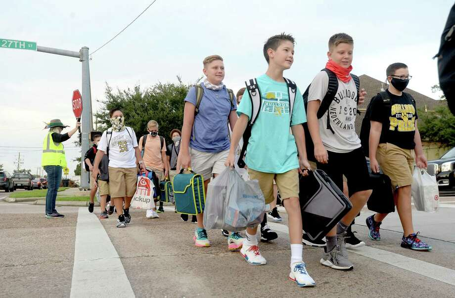 Students make their way back to school on the first day of classes in Nederland. Photo taken Tuesday, September 8, 2020 Kim Brent/The Enterprise Photo: Kim Brent / The Enterprise / BEN