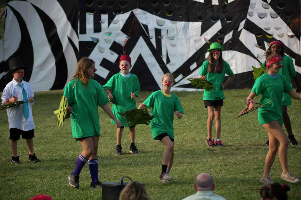 Green Dancers perform at OddFellows in Middletown.