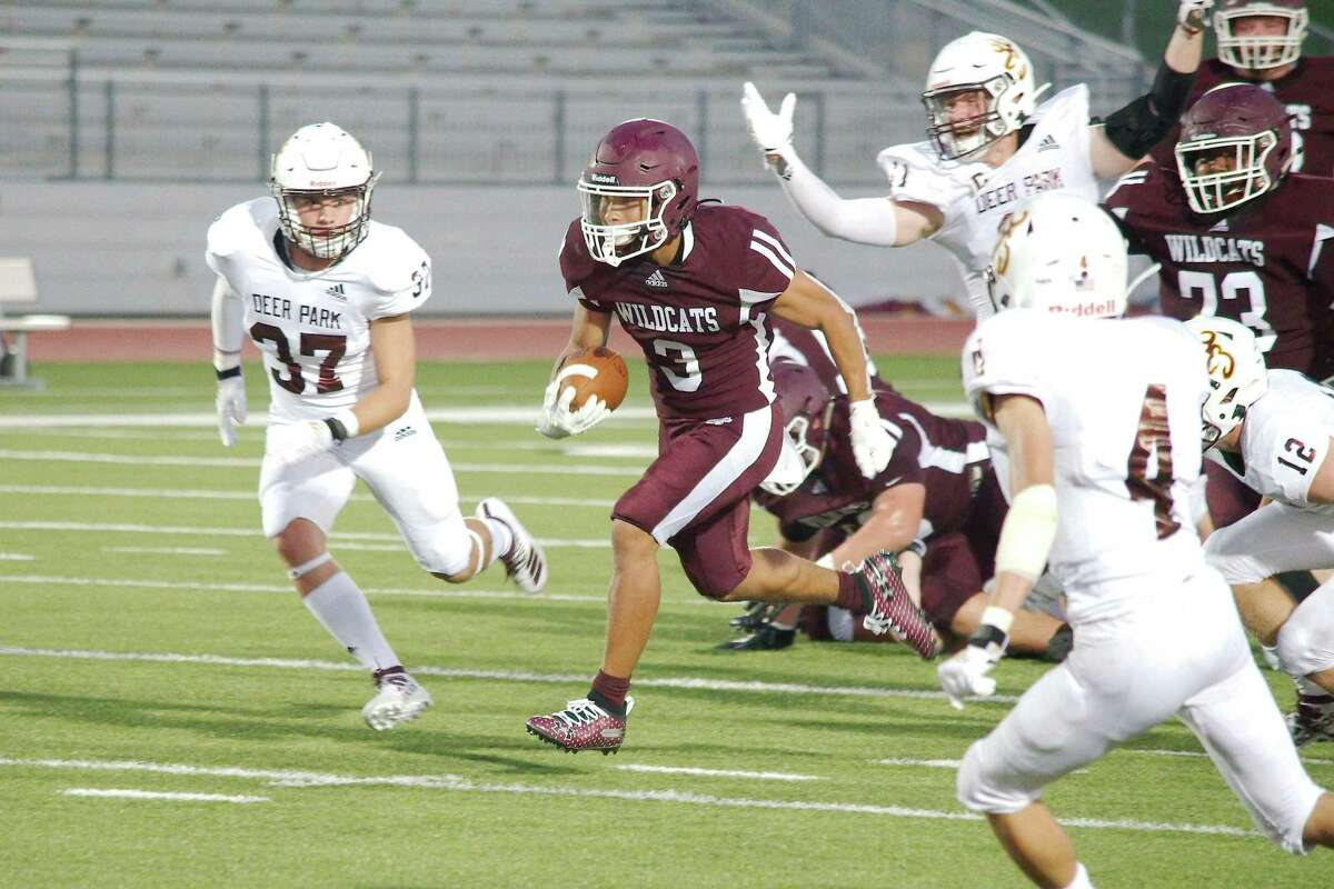 Clear Creek's Jeremiah Crum (3) provides the Wildcats with an explosive threat in the backfield.