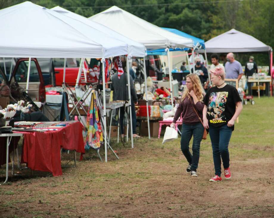 MORLEY — Local vendors and bargain shoppers filled the grounds at the Morley Community Center on Saturday as the weekly Morley Market began. Taking place from 9 a.m. to 5 p.m. every Saturday, the market offers area residents with the opportunity to purchase homemade baked goods, antiques, glass creations and more. The market is set to run through April 2021, rain or shine, at the Morley Community Center, 151 E. 7th St., Morley. Photo: (Pioneer Photo/Alicia Jaimes)