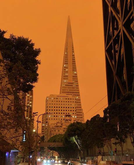 The orange sky above the Transamerica Pyramid on Sept. 9, 2020. Photo: Instagram / Sunset_steps