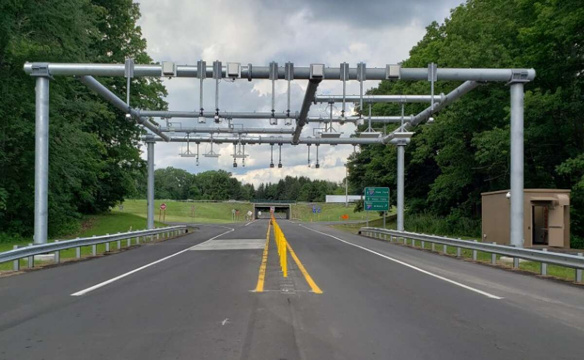 Cashless tolling gantry (Governor's office photo)