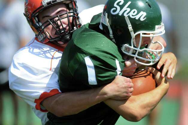 Shen's Chris Walrath fights Union-Endicott's defense. (Cindy Schultz / Times Union) Photo: Cindy Schultz