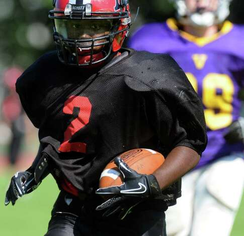 Albany Academy running back Zay Richardson runs to the end zone during their scrimmage against Voorheesville. (Cindy Schultz / Times Union) Photo: Cindy Schultz
