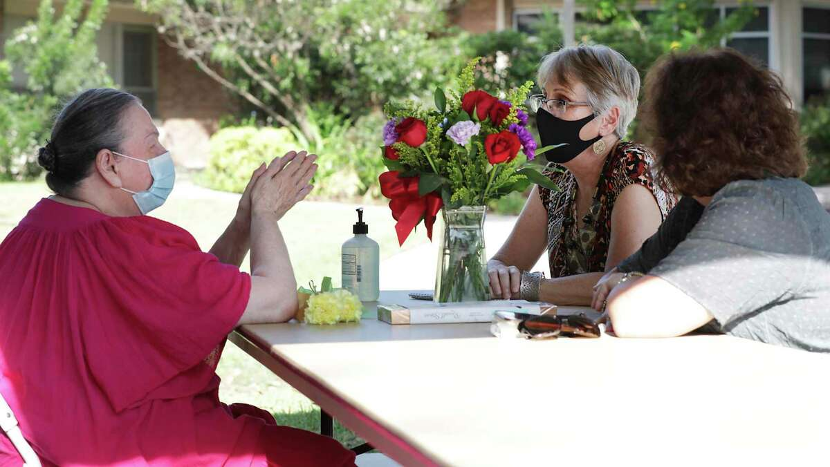 Express-News reporter Melissa Fletcher Stoeltje, center, and her sister Martha Bohrer, right, visit with their mother Ginger Purdy, 93, during the first day of in-person family visits at Morningside Ministries' Kaulbach Assisted Living Facility.