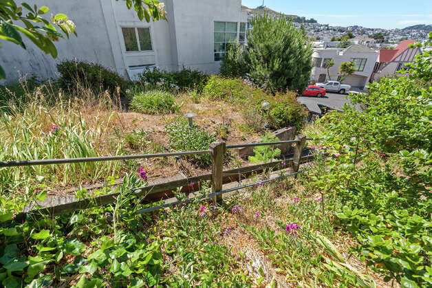 Now we get to the source of the high price: the lot. This is a 5,700 square foot lot looking down over Noe Valley. That's actually two parcels sold as one property. Photo: Aerial Canvas