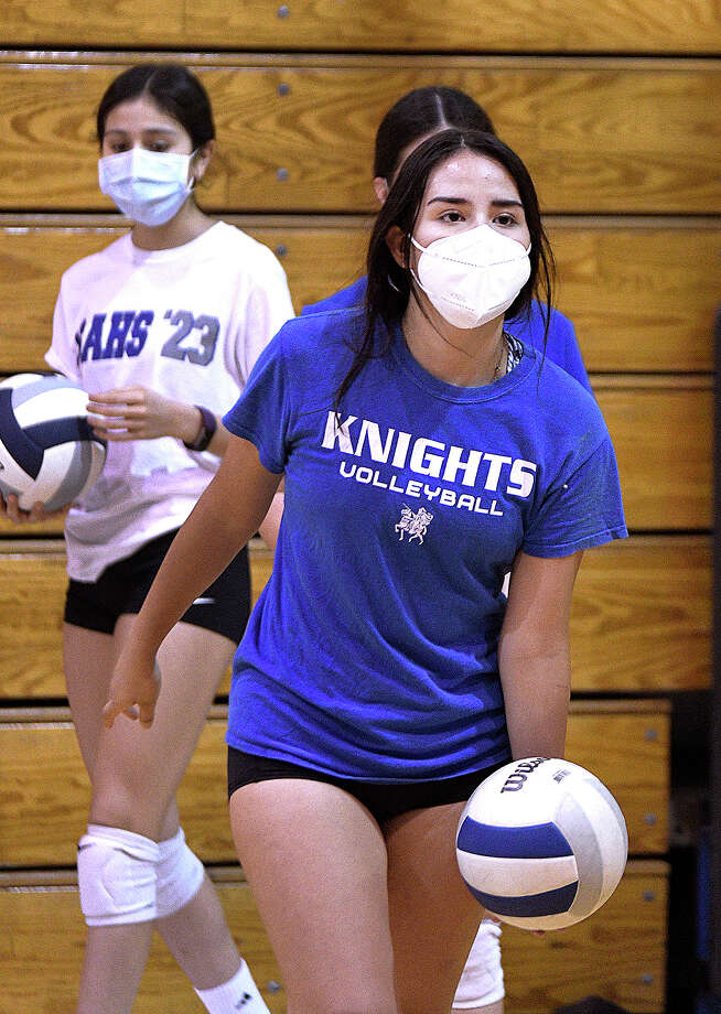 The St. Augustine Lady Knights Volleyball Team were the first local high school volleyball team to began practice Wednesday, September 9, 2020. Photo: Cuate Santos/Laredo Morning Times