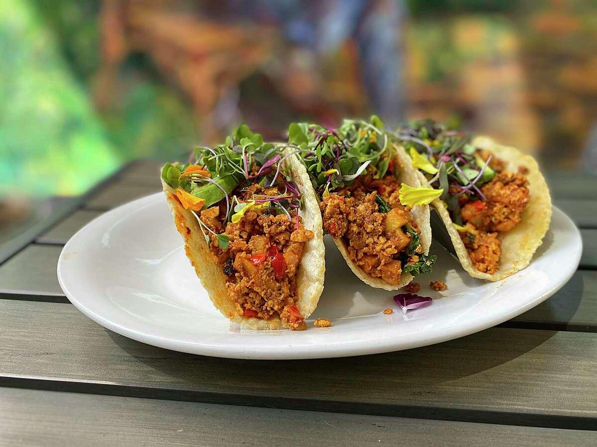 3 New San Antonio Restaurants Elsewhere Garden Bar Kitchen Fairmount Rooftop Oyster Bar Vegan Avenue Shine With Bar Food Oysters And Vegan Options
