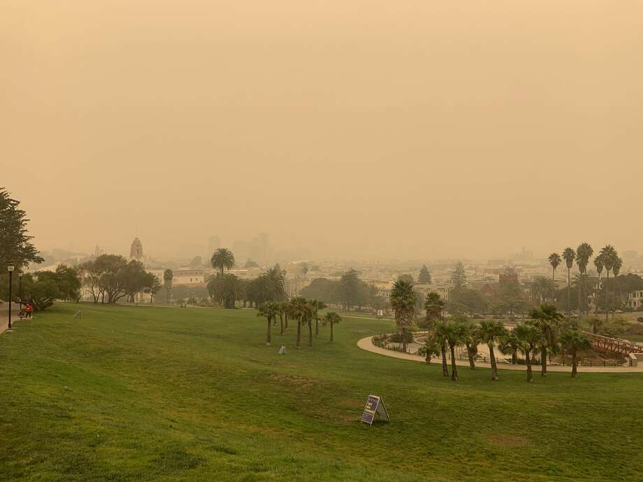 A smoke-filled sky over San Francisco's Dolores Park on Sept. 10. 2020. Photo: Amy Graff
