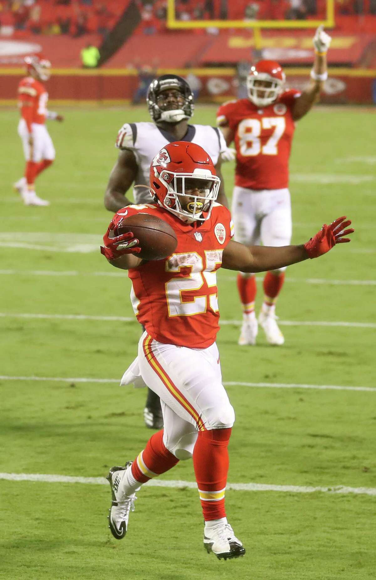 KANSAS CITY, MISSOURI - SEPTEMBER 10: Clyde Edwards-Helaire #25 of the Kansas City Chiefs scores a touchdown against the Houston Texans during the third quarter at Arrowhead Stadium on September 10, 2020 in Kansas City, Missouri. (Photo by Jamie Squire/Getty Images)