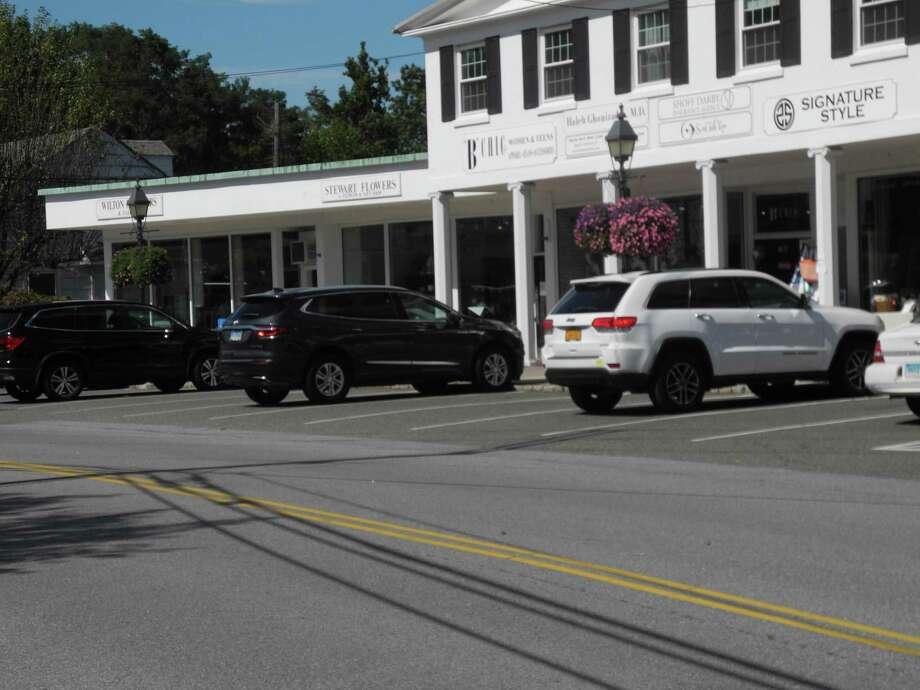 Businesses along Center Street in Wilton Center. Photo: Jeannette Ross / Hearst Connecticut Media / Wilton Bulletin
