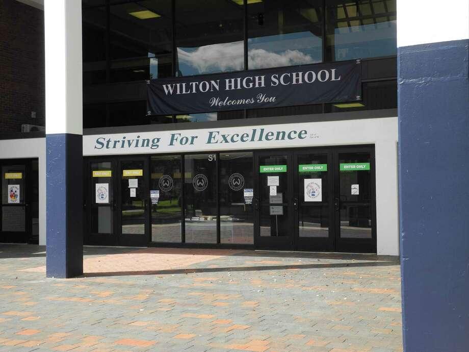 Wilton High School Aug. 2020 Photo: Jeannette Ross / Hearst Connecticut Media / Wilton Bulletin