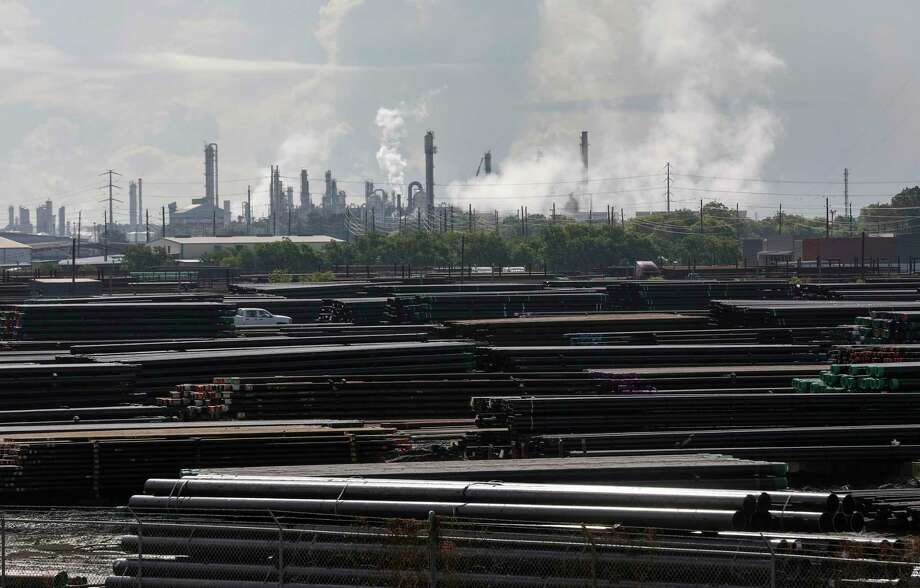 Pipes and a refinery complex, photographed Wednesday, July 22, 2020, in Houston. Photo: Jon Shapley, Houston Chronicle / Staff Photographer / © 2020 Houston Chronicle