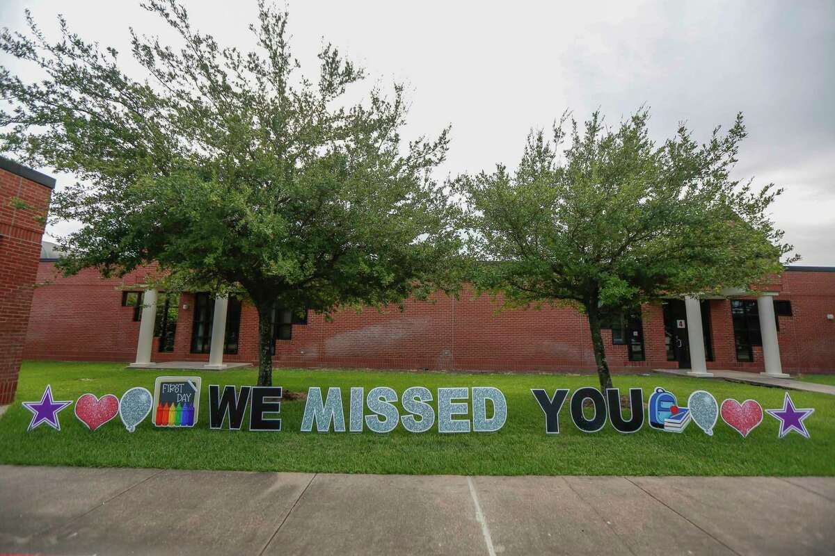 A sign welcomes students back to Humble Elementary School Monday, Aug. 24, 2020, in Humble.