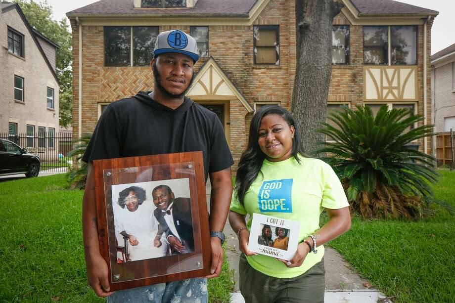 Jonathan Davis and his sister Kiara, pose for a photo on June 26 outside their childhood home in Houston. Their mother, Mary Bradley-Davis, 64 died April 5 after she caught COVID-19. Photo: Steve Gonzales, Staff Photographer / © 2020 Houston Chronicle