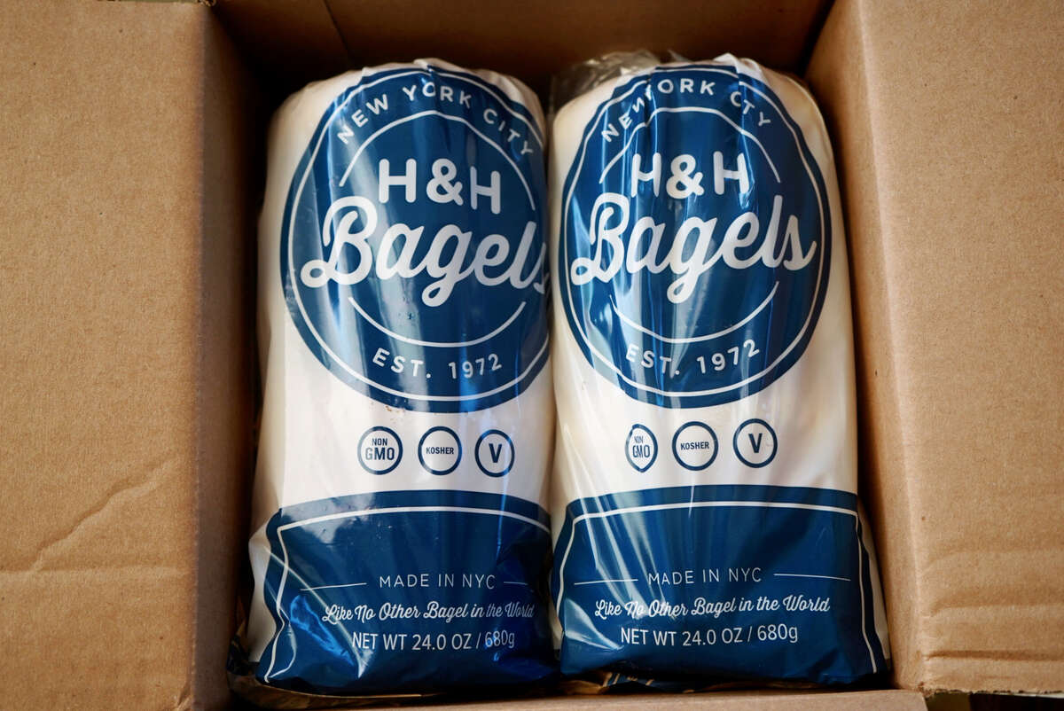 In a recent GoldBelly order, I received a dozen bagels from H&H Bagles, based in NYC. The shipment included sesame and plain bagels.
