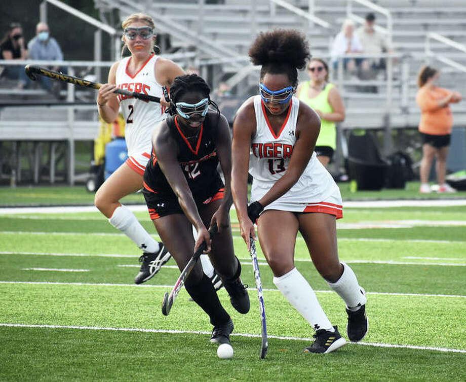 Edwardsville junior Sydnee Campbell, left, battles sophomore Tehani Johnson for possession late in the second quarter Friday. Photo: Matt Kamp|The Intelligencer