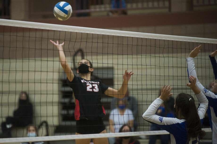 Beaverton's Hannah Stearns hits the ball during a match against Gladwin Friday, Sept. 11, 2020 at Beaverton High School. (Katy Kildee/kkildee@mdn.net) Photo: (Katy Kildee/kkildee@mdn.net)