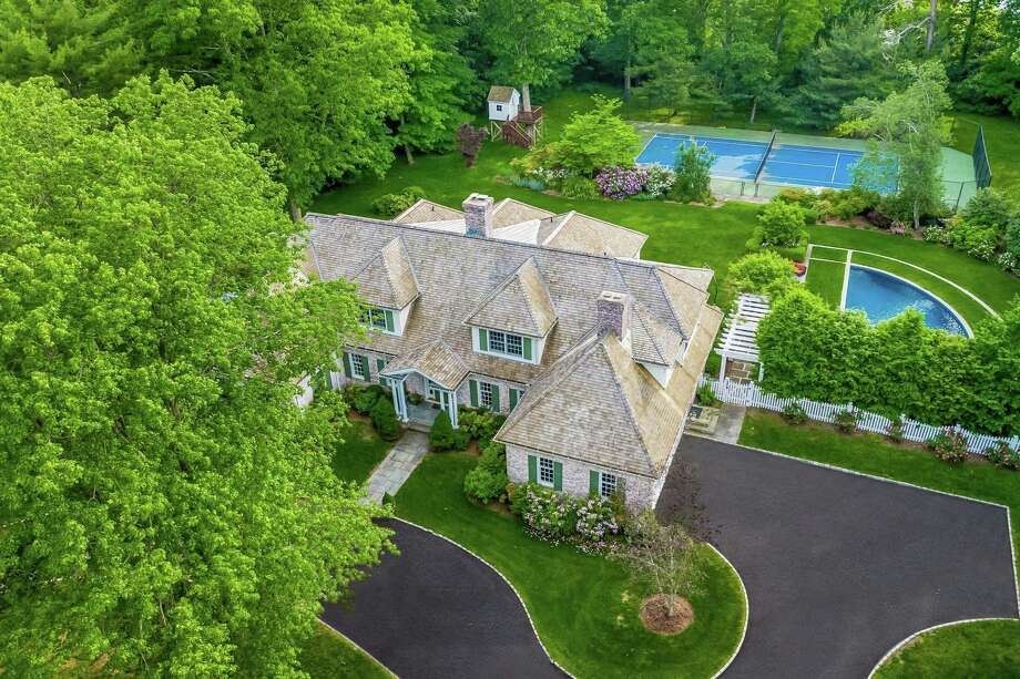 741 Hollow Tree Ridge Road, Darien Photo: Halstead Connecticut / Contributed Photo