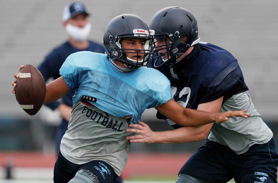 Kingwood quarterback Jonathan Mendoza looks down field as he tries to avoid the rush at Kingwood High School on Sept. 10. Photo: Jason Fochtman, Houston Chronicle / Staff Photographer / 2020 © Houston Chronicle