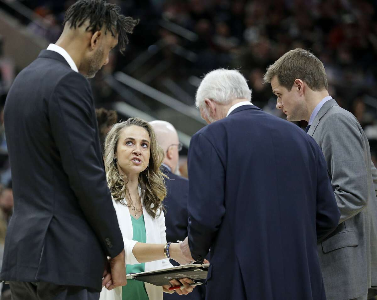 Becky Hammon makes a point in the coaches huddle as the Spurs host Phoenix at the AT&T Center on Jan.24, 2020.