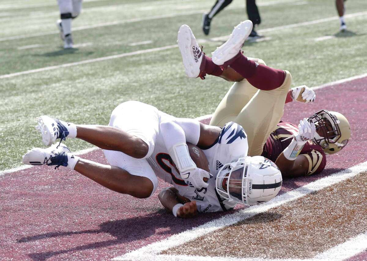 UTSA quarterback Frank Harris dives over for his second touchdown in second quarter. UTSA at Texas State on Saturday, September 12, 2020. UTSA 24-7 at halftime.