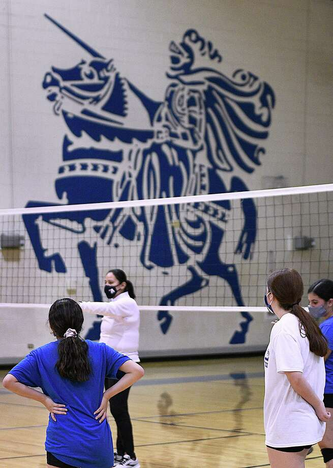 The St. Augustine volleyball team will open the season on Tuesday, Sept. 15 as it hosts Carrizo Springs. Photo: Cuate Santos / Laredo Morning Times / Laredo Morning Times