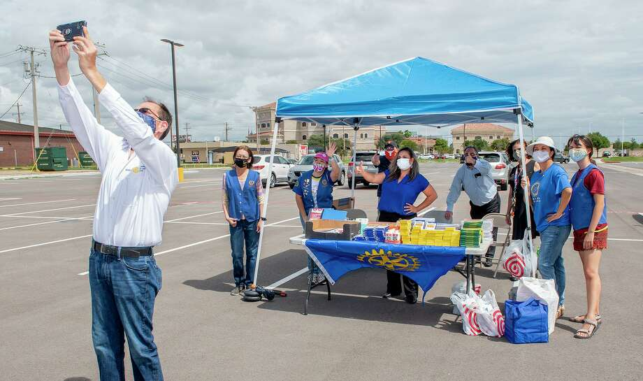 The Laredo Rotary Club gathers outside Texas Workforce Solutions, Wednesday, Sep. 9, 2020, for the Lunch Hour School Supply Drive. Photo: Danny Zaragoza, Staff Photographer / Laredo Morning Times