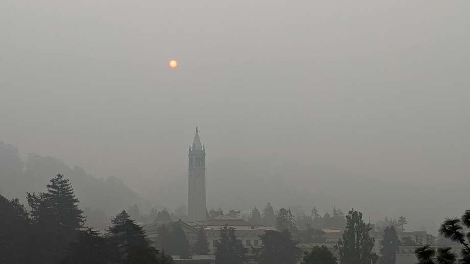 The sky above UC Berkeley was thick with smoke on Sept. 11, 2020. Photo: Jonny Rennella