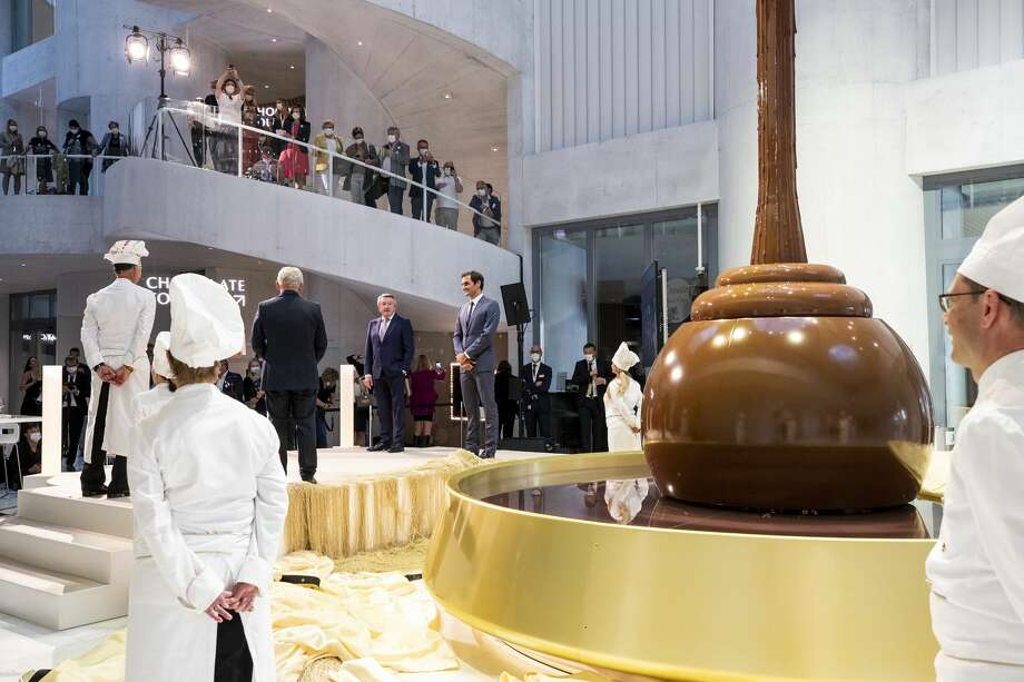 President of the Foundation Ernst Tanner and brand ambassador Roger Federer unveil the highlight of the new Lindt Home of Chocolate in Kilchberg, Switzerland - the over 9 meter high chocolate fountain (Lindt & Sprüngli/KEYSTONE/Alexandra Wey) Photo: ALEXANDRA WEY/KEYSTONE, Courtesy: Lindt & Sprüngli  / KEYSTONE
