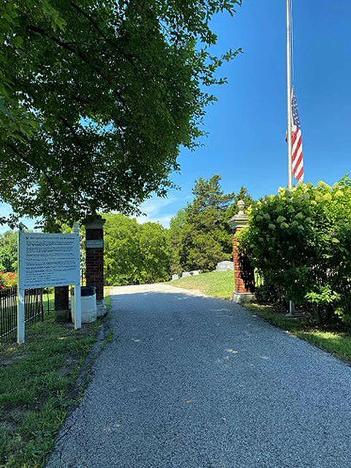 Glen Carbon Cemetery entrance