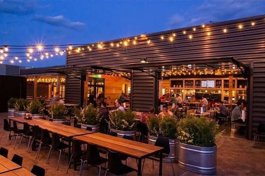 Outdoor dining atBear's Smokehouse BBQ in New Haven. Photo: Amanda Bauer