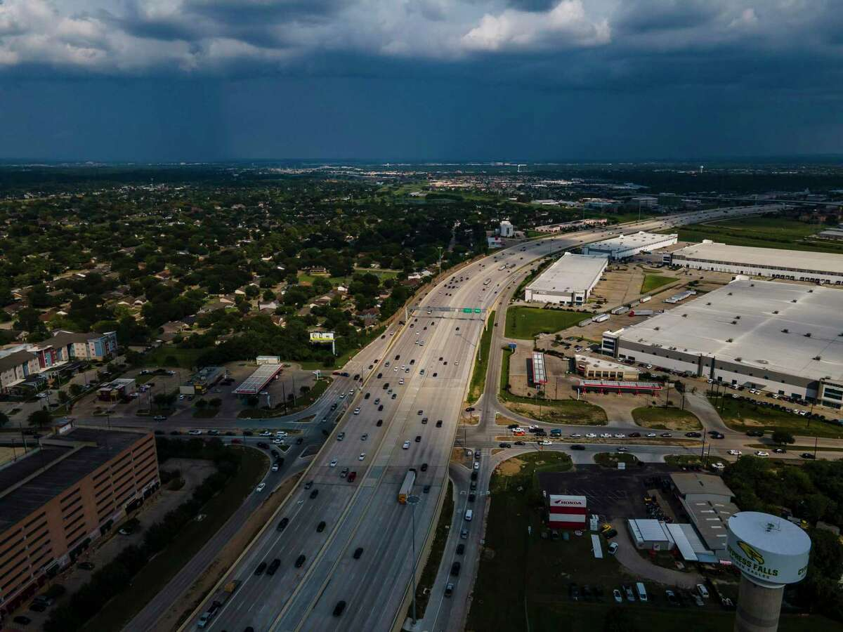 Looking toward downtown,U.S. 290 bends near the intersection of Hempstead Road and Huffmeister Road on Sept. 11, 2020, in Houston. TxDOT is reviving plans for two elevated managed lanes in each direction along Hempstead, from Loop 610 to the Grand Parkway.