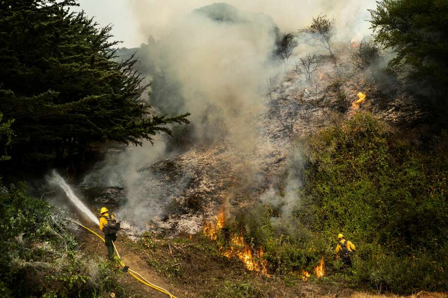 """BIG SUR, CALIFORNIA - AUGUST 22, 2020: Battling the Dolan Fire along the central California coast, Los Padres National Forest fire fighters implement a """"back-fire"""" method to burn off underbrush to protect residential structures in Big Sur, California on Saturday August 22, 2020. (Photo by Melina Mara/The Washington Post via Getty Images) Photo: The Washington Post/The Washington Post Via Getty Im / 2020 The Washington Post"""