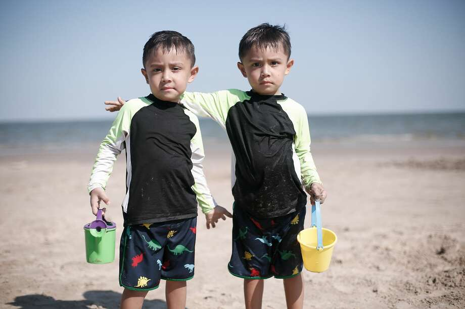 Twins Elijah, left, and Ethan Rojas, 3, enjoy the sand and sunshine. Photo: Elizabeth Conley/Staff Photographer / © 2020 Houston Chronicle