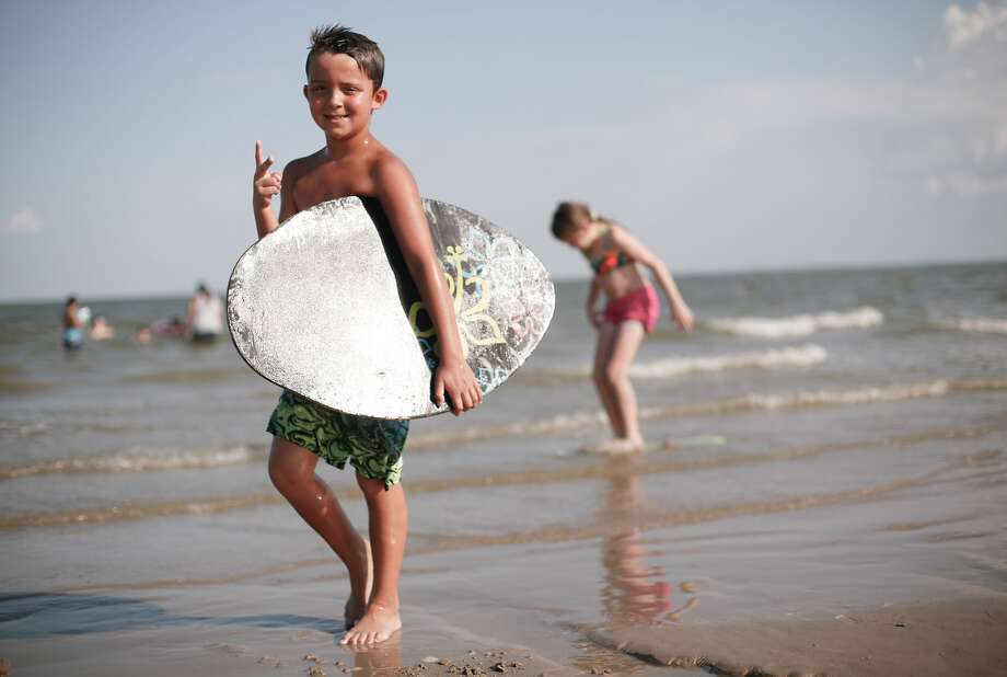 Eddie McClain, 8, of Seabrook, brings his boogie board to the shore. Photo: Elizabeth Conley/Staff Photographer / © 2020 Houston Chronicle