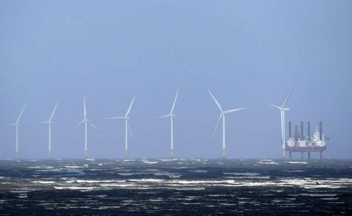 Waves break out at sea in front of Burbo Bank Offshore Wind Farm near New Brighton, at the mouth of the river Mersey in north-west England. The British oil giant BP, which seeks to green its activities, announced Thursday, September 10, a move into wind energy at sea, via a partnership with the Norwegian group Equinor in the United States.