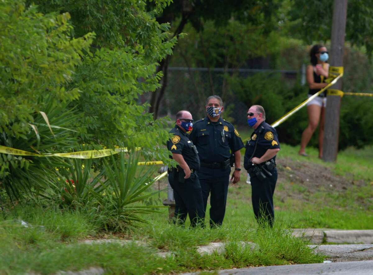 Police stand by the scene where police, while executing a warrant, shot and killed a man in the 100 block of Willee Drive on Tuesday, Sept. 15, 2020. A family friend identified the man as Darrell Zemault Sr.