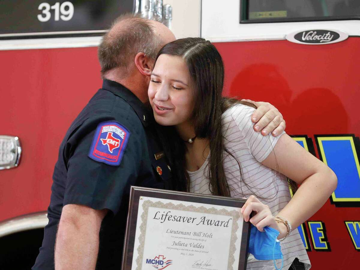 Woodlands High volleyball player meets paramedics who saved her