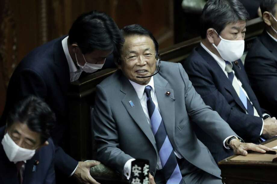Taro Aso, Japan's deputy prime minister and finance minister, center, reacts as he attends an extraordinary session at the lower house of parliament in Tokyo, on Sept. 16, 2020. Photo: Bloomber Photo By Kiyoshi Ota. / © 2020 Bloomberg Finance LP