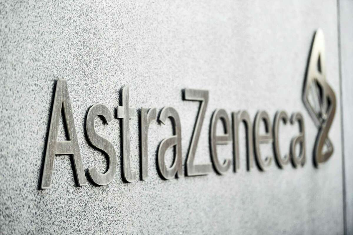 AstraZeneca Plc's antibody cocktail was only 33% effective at preventing Covid-19 symptoms in people who had been exposed to the virus, failing a study that was key to the drugmaker's pandemic push.